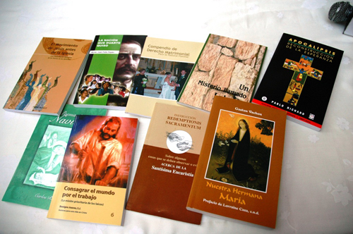 http://razondefe.files.wordpress.com/2011/12/libros-catolicos.jpg